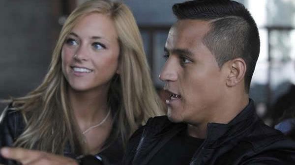 Alexis Sanchez (Arsenal) saat masih pacaran dengan Laia Grassi.
