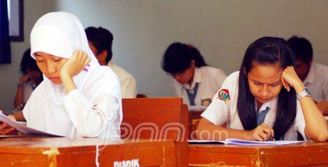 Siswa SMA mengikuti UNAS
