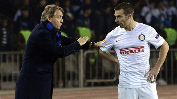 Roberto Mancini (kiri) belum memberikan ramuan yang pas untuk Inter Milan. Foto: uefa