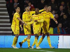 Skuat Liverpool merayakan gol yang dicetak Raheem Sterling (depan).