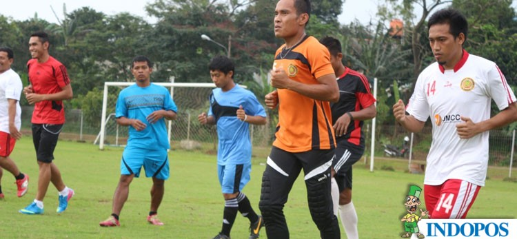 TERUSIR: Para pemain Persipasi saat latihan di Lapangan Sutasoma 77, Halim Perdana Kusuma