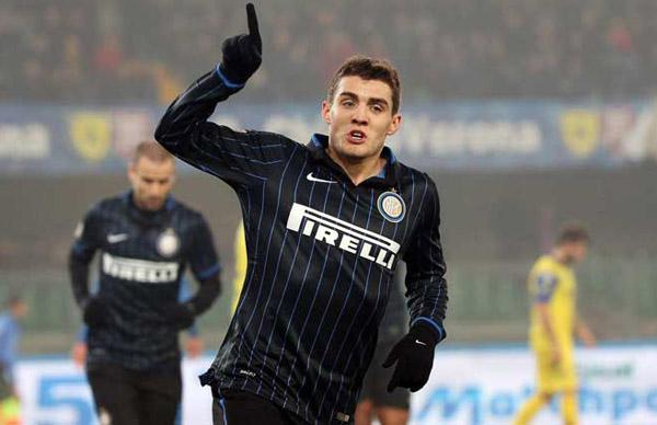 Mateo Kovacic melakukan selebrasi usai mencetak gol ke gawang Chievo Verona. Foto: Sky Italia