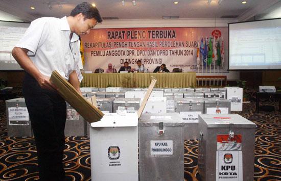 Rekapitulasi penghitungan suara di kantor KPU