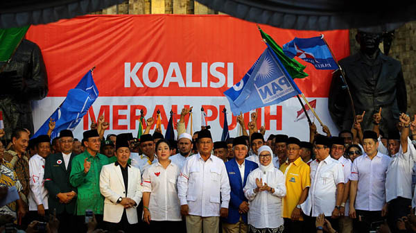 Prabowo (tengah)  bersama anggota Koalisi Merah Putih