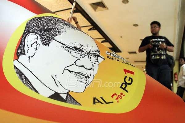 Banner salah satu calon Ketum Golkar, Agung Laksono tampak di lokasi Munas, di Ancol, Jakarta. Foto: Ricardo/JPNN.com