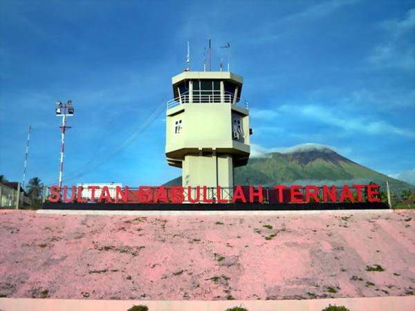 Bandara Sultan Babullah di Kota Ternate ditutup sementara akibat dampak dari erupsi Gunung Gamalama. Foto: istimewa