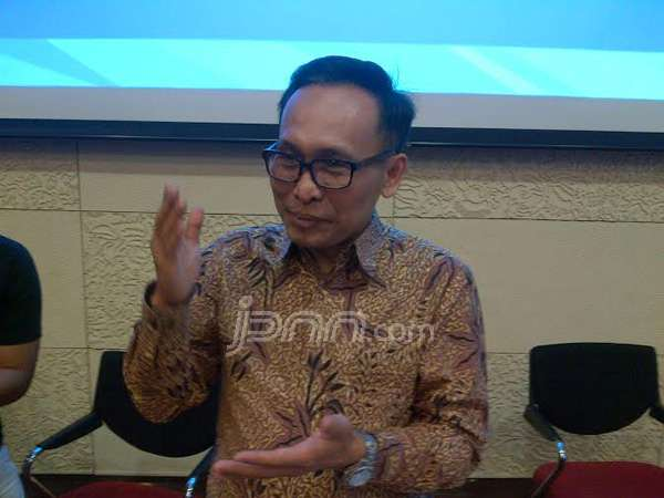 Direktur Utama Garuda Indonesia Arif Wibowo usai menggelar jumpa pers di Audiotorum Garuda City Center, Bandara Soetta, Senin (29/12). Foto Yessy Artada/JPNN.com