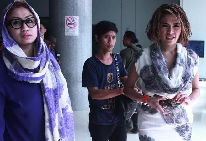 Nikita Mirzani saat memenuhi panggilan KY, Kamis (18/12). FOTO: vania/jpnn