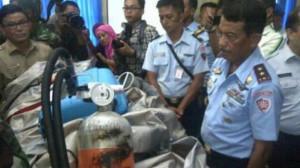 AirAsia QZ8501 Jadi Kepingan, Ditemukan Koper dan Tabung Oksigen