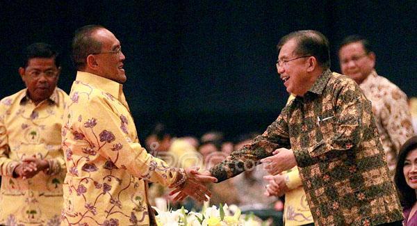 JK (kanan) Bersedia Jadi Ketua Wantim Golkar Versi Munas Ancol. Foto JPNN.com
