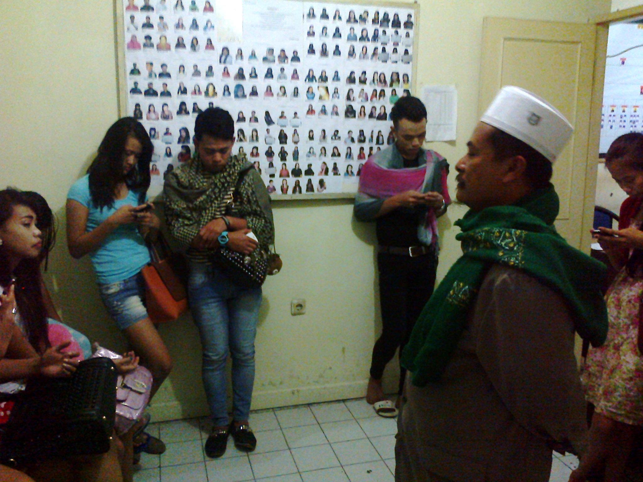 Security Kota Bunga bersama MUI merazia belasan wanita beberapa waktu lalu. Foto Farhan/Radar Cianjur/pojoksatu.id