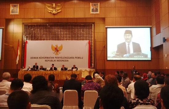 SIDANG ETIK: Majelis Dewan Kehormatan Penyelenggara Pemilu (DKPP saat pembacaan putusan.