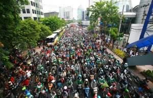 Ribuan buruh saat melakukan aksi demonstrasi beberapa waktu lalu.  foto Jawapos/pojoksatu.id