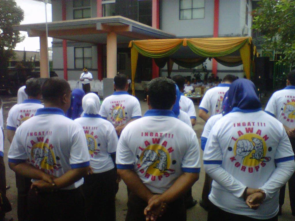 Upacara peringatan Hari Anti Korupsi se- Dunia di lapangan Kejari Cianjur (9/12). Foto: Guruh/pojoksatu.id