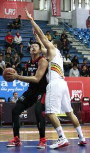 IMPROVE: Kristian Lieman Kurniawan (NSH GMC GSBC Jakarta) di GOR C-Tra Arena, Bandung (13/12). (Foto: Wahyudin / Jpnn)