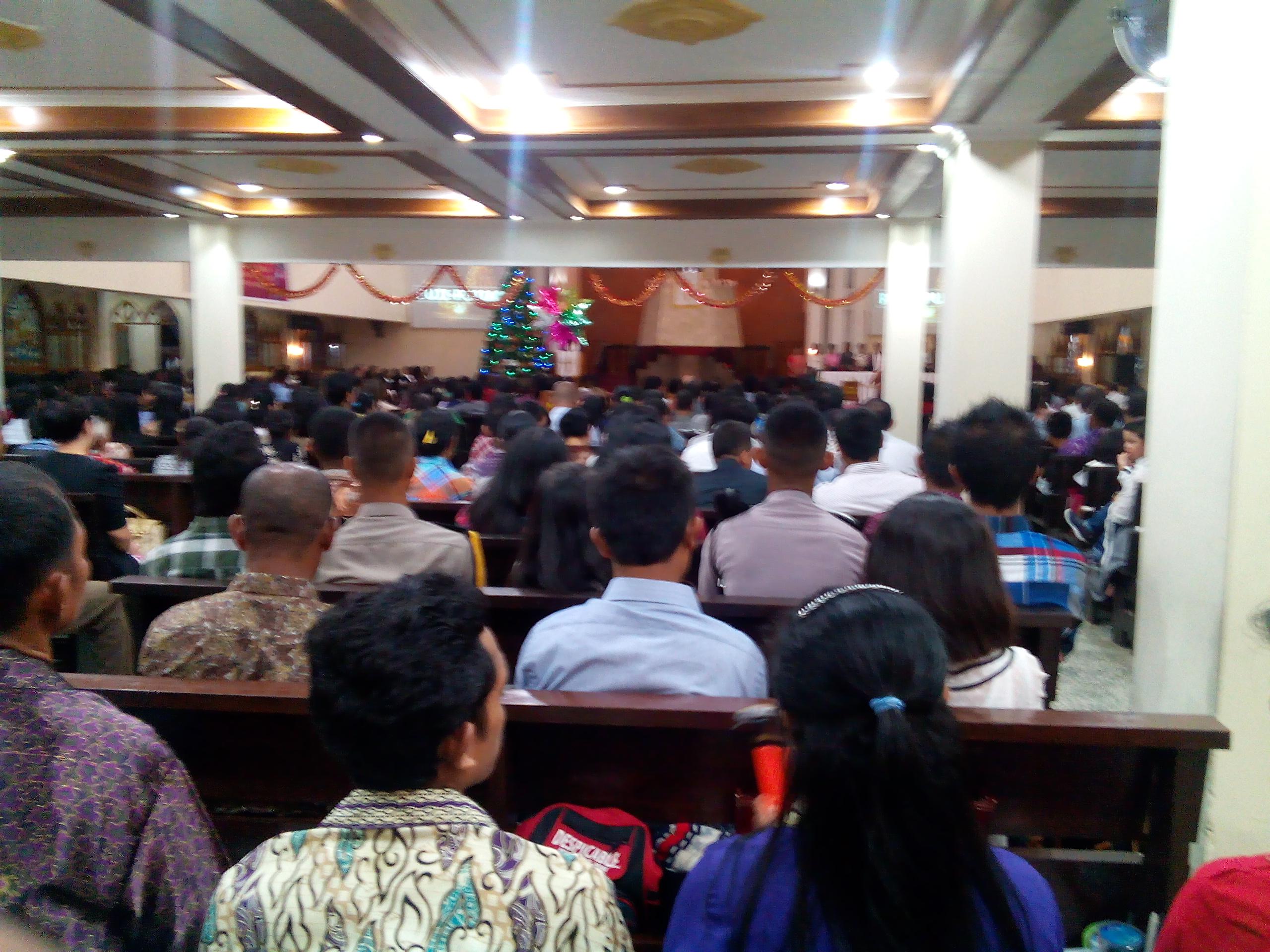 Perayaan malam Natal di gereja Jayapura, Papua. Foto: Cendrawasih Pos