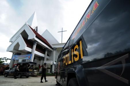 Polisi sterilkan gereja