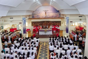 Suasana peryaan natal di gereja