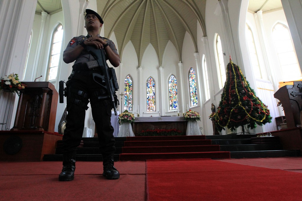 Polisi menjaga gereja di Bogor