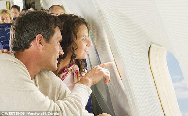 duduk di pesawat, perjalanan, traveling