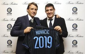 Mateo Kovacic (kanan) dan pelatih Inter Milan, Roberto Mancini. Foto: inter.it