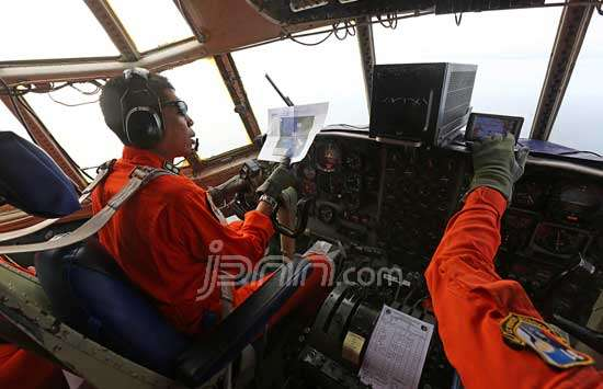 151322_4287_AirAsia_TNI_AU_dl