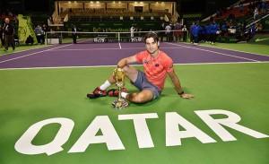 David Ferrer pose bersama trofi Qatar Open 2015.