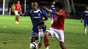 Persib Bandung vs Pelita Bandung Raya di laga terakhir Inter Island Cup (IIC) 2014 Zona Jawa III di Stadion Si Jalak Harupat, Soreang, Kabupaten Bandung, Jawa Barat. foto:dok.jpnn