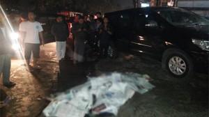 Tampak korban yang tewas saat kecelakaan maut Mitsubishi Outlander B 1658 PJE di Jalan Arteri Pondok Indah, Jakarta Selatan, Selasa (20/1) dini hari. Foto INDOPOS/JPNN.com/pojoksatu.id)