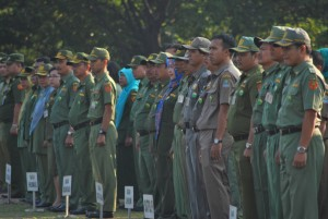 PNS Bekasi mengikuti upacara