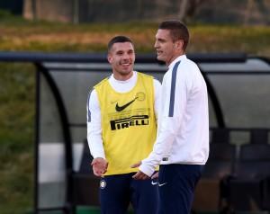 Podolski mulai mengikuti sesi latihan bersama penggawa Inter Milan lainnya. foto:inter.it