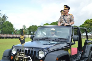 Budi Gunawan, saat memeriksa pasukan dalam sebuah upacara. Foto: istimewa