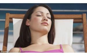 ANTIKANKER: Sinar matahari meningkatkan ketahanan tubuh. (Daily Mail)