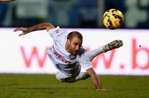 Sundulan Palacio yang masih gagal membobol gawang Empoli, dalam lanjutan Serie A, Minggu (18/1) dinihari WIB. foto: inter.it.