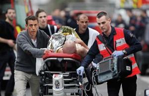 Korban pembantaian di Kantor Majalah Prancis dievakuasi