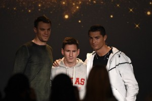 Cristiano Ronaldo berpose bersama Lionel Messi dan Manuel Neuer. Foto: dok/jpnn.