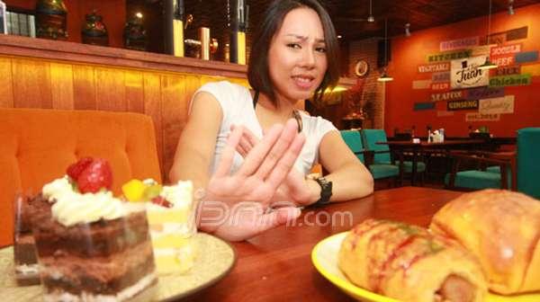 CARI SOLUSI: Wina Taurin berusaha menghindari kue yang mengandung gluten. Sebab, kegemarannya itu mengacaukan emosi. Foto Dimas Alif/Jawa Pos/JPNN.com