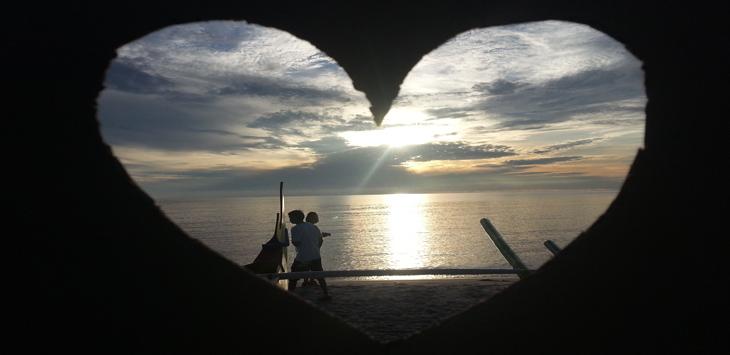 Gerhana matahari total di Belitung berbentuk love