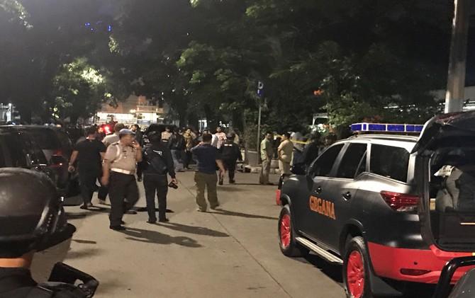 Suasana di lokasi penyerangan teroris di masjid dekat Mabes Polri. Foto via JawaPos.com