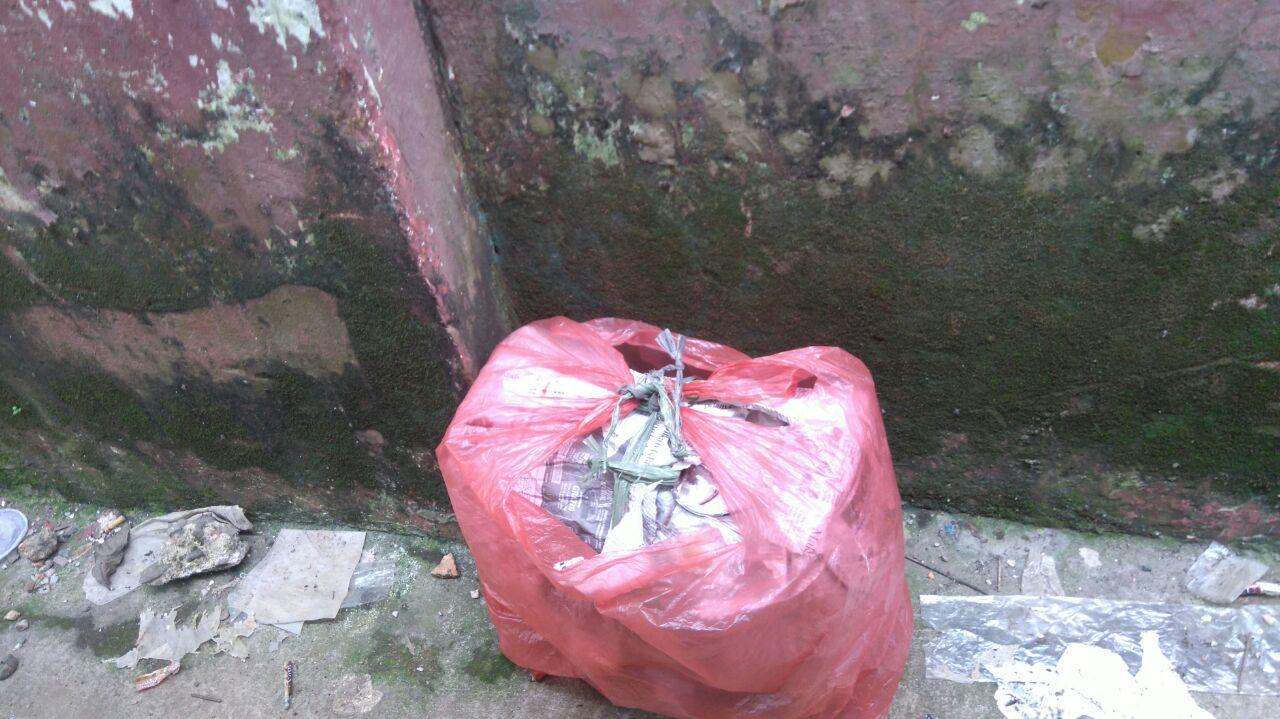 Tas mencurigakan yang diduga bom di samping sekolah SD di Bogor