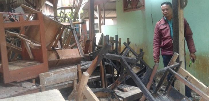 Sekolah dibakar