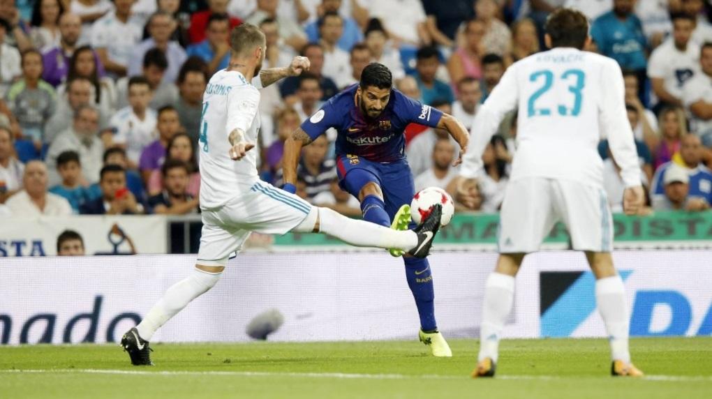 Luis Suarez alami cidera usai membela Barcelona, tadi malam (@fcbarcelona/twitter)