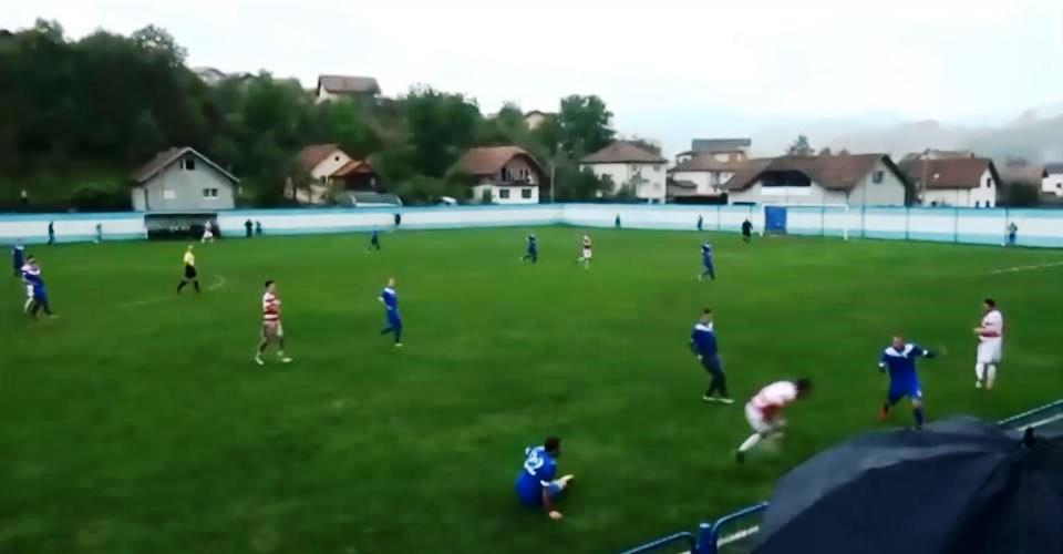 HOROR - Insiden pemain Bosnia ditekel dan kehilangan testisnya (thesun.co.uk)