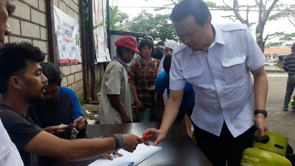 PNS Kota Bogor ikut antre beli gas 3 kg
