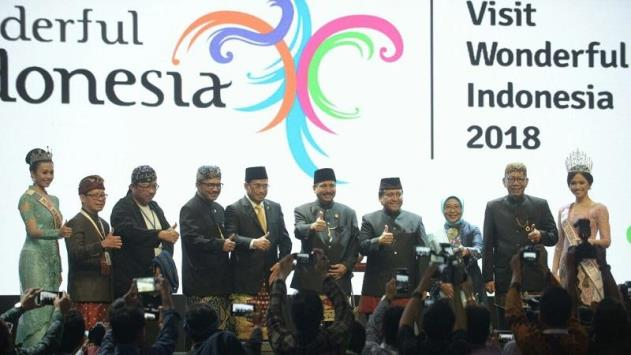 """Visit Wonderful Indonesia 2018 (ViWI 2018) mendapat dukungan penuh dari sektor perbankan. BRI misalnya. Bank plat merah itu langsung bersiap meluncurkan Kartu Kredit dan BRIZZI edisi khusus bertemakan """"Wonderful Indonesia"""". (sumber foto : portalsatu.com)"""