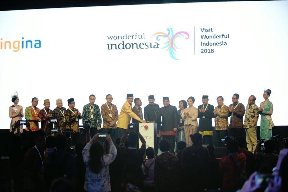 Menpar Arief Yahya dan Ketua PHRI Hariyadi B Sukamdani meluncurkan aplikasi pemesanan hotel bookingina.com. Acara ini sekaligus menjadi salah satu point penting dalam Rakornas Pariwisata IV tahun 2017 di Mal Kota Kasablanka, Jakarta, 11-12 Desember 2017. (sumber foto : Instagram Kemenpar RI)