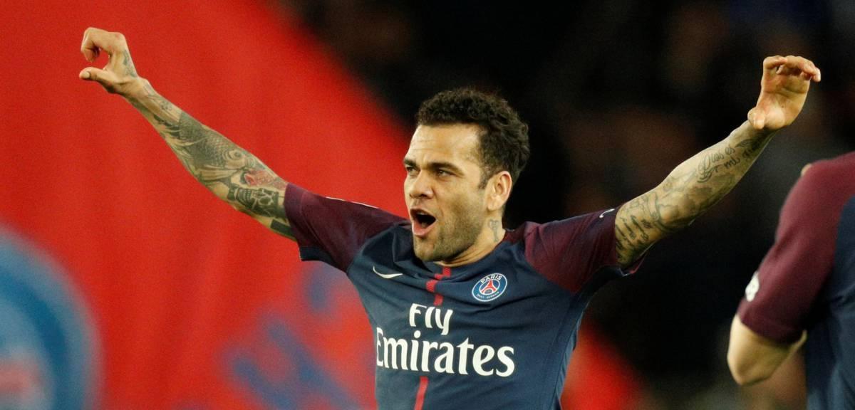 Dani Alves - mantan bek Paris Saint-Germain (as.com)