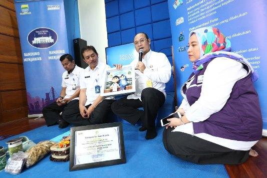 Camat Cinambo Dadang Iradi dalam Bandung Menjawab di Media Lounge Balai Kota Bandung, Selasa (24/4/2018). (FOTO : Humas Pemkot Bandung)