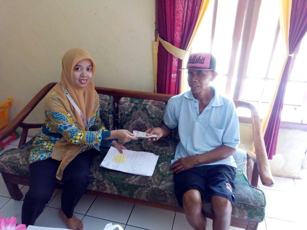 Guna tetap melayani peserta dengan sepenuh hati, maka pihak BPJS Ketenagakerjaan mengunjungi rumah tenaga kerja di Rawajaha RT 01/03, Situgede, Kota Bogor untuk menyerahkan klaim JHT senilai Rp 3.739.710.