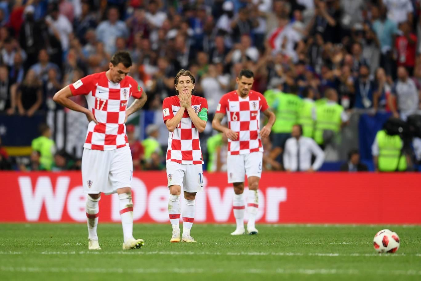 Para penggawa Kroasia bersedih setelah gagal mempersembahkan trofi Piala Dunia 2018 setelah dikalahkan Prancis 2-4 (theindependent.co.uk)